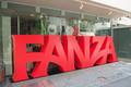 FANZAはファッションブランド「#FR2」とコラボしたギャラリースペースを東京・原宿にオープン。店頭にはFANZAの巨大ロゴが