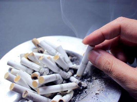 たばこ値上げの今こそ禁煙のチャンス!元喫煙者アドバイス「吸うふりして深呼吸」「水飲んで止めた」