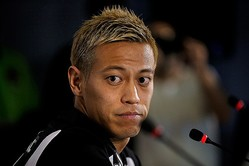 練習試合には出場している本田だが、公式戦デビューはまだ先になりそうだ。 (C) Getty Images