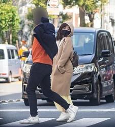 日本に帰国した2月下旬に横浜でデートする姿をキャッチ
