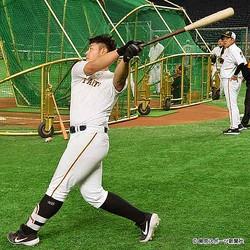 高卒の生え抜きで4番打者に成長した岡本