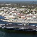 米フロリダ州にあるペンサコラ海軍航空基地(2004年3月18日撮影)。(c)AFP PHOTO / US NAVY / Patrick NICHOLS