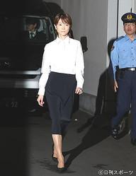 吉沢ひとみ被告、髪セットで薄化粧 保釈金300万
