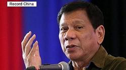 29日、フィリピンの首都マニラのロハス通りに設置された旧日本軍の慰安婦問題を象徴する女性像が撤去されたことについて、ドゥテルテ大統領は「公共の場所への設置は、日本を侮辱するものだ」とし、撤去を支持する意向を示したという。写真はドゥテルテ大統領。