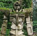 ガンダムっぽいインドネシアの石像 地元民は数百年前のものと証言