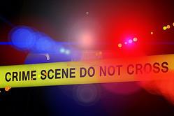 自宅のソファで寝ていた10歳少女、流れ弾で死亡