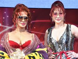 セレブリティの「叶姉妹」の叶恭子(左)と叶美香