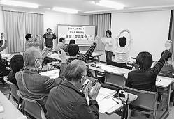 (写真)「地域で憲法9条守る声を多数派にしよう」の訴えに、元気に応える参加者=9日、名古屋市昭和区