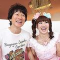(左)かつみ。63年生まれ、52歳。(右)さゆり。69年生まれ、46歳。95年に結婚し00年より 「太平かつみ・尾崎小百合」の名前で夫婦漫才を始める。02年より「かつみ・さゆり」に