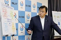 「Go To トラベル」事業の参加条件について説明する赤羽国交相(C)共同通信社