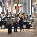東京駅八重洲口の歩道にタクシー乗り上げ「倒れた人見なかった」