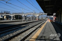 イタリア・コドーニョの閑散とした鉄道駅(2020年2月22日撮影)。(c)Miguel MEDINA / AFP