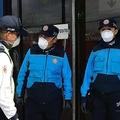 新型コロナウイルスにより非常事態が宣言されたエクアドルで、警備に当たる警察官ら(2020年3月17日撮影、資料写真)。(c)Rodrigo BUENDIA / AFP