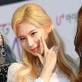 日本人アイドルを追放する声に韓国俳優が苦言「サナに触れるな」