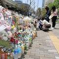 東京・池袋の事故現場には現在、人々が花束などを供え、被害者を悼んでいる(2019年4月23日撮影)