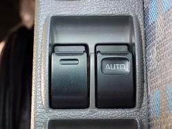 運転中は車の窓は少し開けるべき? 車内環境や安全への配慮も大切