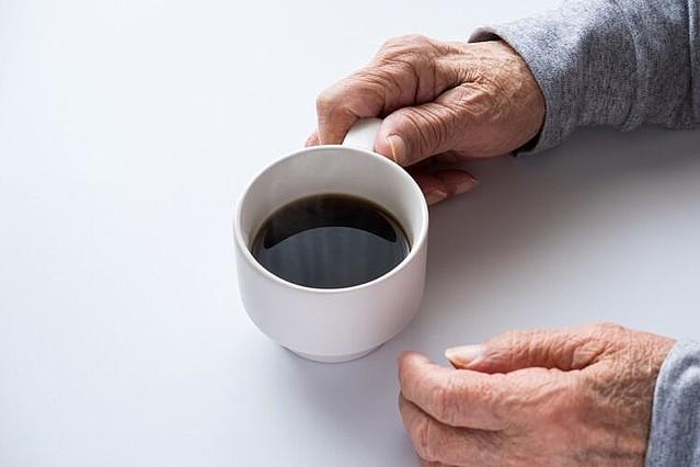 [画像] 妻に先立たれた高齢男性を待つ「家事もできない、友達もいない」悲劇