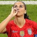"""モーガンが披露した""""紅茶パフォーマンス""""。本人はイングランドを馬鹿にしたものではなかったと主張したが……。(C)Getty Images"""