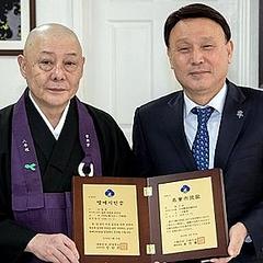 日本人僧侶が韓国・群山市で名誉市民に 慰安婦像の設置などに貢献日本人僧侶が韓国・群山市の名誉市民に 少女像設置などに貢献