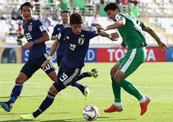 日本はボール支配では上回るものの、前線に効果的なパスが入らず苦しい戦いを強いられている。写真:茂木あきら(サッカーダイジェスト写真部)