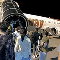 往路で利用したTWay航空。乗客には、夏休み中の学生と思しき若い女性のグループが目立ち、ほぼ満席の状態だった
