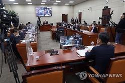 国会国防委員会では徐旭(ソ・ウク)国防部長官が北朝鮮軍による韓国人射殺事件について答弁した=24日、ソウル(聯合ニュース)