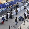 米ボストン、ローガン国際空港の様子(2014年1月7日撮影、資料写真)。(c)Darren McCollester/Getty Images/AFP