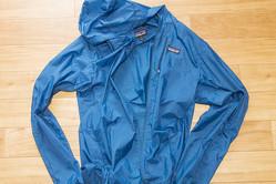 Patagoniaのフーディニ・ジャケットは季節の変わり目に大活躍!ポケットサイズの頼りになる1着 | 身軽スタイル