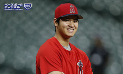 HOUSTON, TX - SEPTEMBER 21:  Shohei Ohtani #17 of the Los Angeles Angels of Anaheim looks on during batting practice before a baseball against the Houston Astros at Minute Maid Park on September 21, 2018 in Houston, Texas.  (Photo by Bob Levey/Getty Images)
