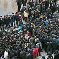 米紙ニューヨーク・タイムズによると、中国経済失速で各地で労働者による抗議デモが増加している。写真は2014年、浙江省で起きた抗議デモの様子(STR/AFP/Getty Images)