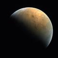 アラブ首長国連邦(UAE)の火星探査機「ホープ」が撮影した火星。同国宇宙庁提供(2021年2月14日提供)。(c)United Arab Emirates Space Agency / AFP