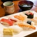 本格寿司が850円 月、水、金のみ営業の秋葉原「寿司バル R/Q」