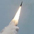 『潜水艦発射弾道ミサイル「トライデント�」(写真・米海軍)』