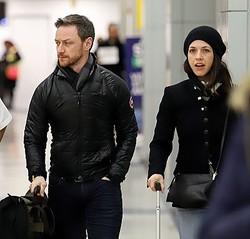 ジェームズ・マカヴォイとリサ・リベラーティ(今年1月撮影)  - ECP / GC Images / Getty Images