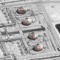 先週末に無人機の攻撃を受けた、サウジアラビアの首都リヤド郊外にある石油施設の衛星画像。米政府提供(2019年9月15日撮影、同16日提供)。(c)AFP=時事/AFPBB News