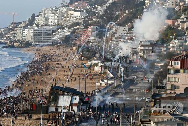 反政府デモ続くチリ、改憲へ デモ隊の主要要求
