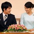 秋篠宮家の眞子さまと小室圭さんの結婚問題がふたたび話題になっています。夫婦問題研究家の岡野あつこが、日本国民がふたりの「結婚に反対する理由」について考えてみました。 写真:代表撮影/ロイター/アフロ