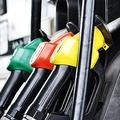 ガソリン車に軽油を入れると何が起こる?誤給油に気づいたらJAFに相談