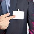 職場で「本名の名札」は本当に必要か 氏名自体は個人情報でないと弁護士