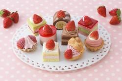 苺づくしのプチケーキセット