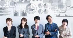 市場動向や金利情勢、さらには投資したい企業の業績見通しなど、株式投資では判断すべき情報が多岐にわたる。その心理的負担から逃れるために「必勝銘柄」を聞きたがる投資家は少なくない Photo:PIXTA