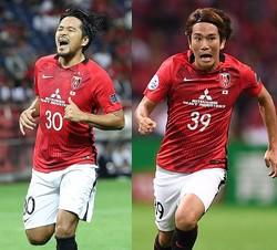興梠慎三(左)が一言アドバイスを送った直後、矢島慎也(右)が痺れるスルーパスを放つ。写真:佐藤明、サッカーダイジェスト