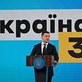 ウクライナの首都キエフで演説するウォロディミル・ゼレンスキー大統領。ウクライナ大統領府提供(2021年2月8日撮影)。(c)AFP PHOTO / Ukrainian Presidential press office / handout