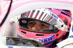 フォーミュラワン(F1、F1世界選手権)に参戦するレーシングポイントのセルヒオ・ペレス(2020年2月20日撮影)。(c)LLUIS GENE / AFP