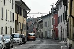 イタリア・ロンバルディア州の自治体コドーニョで、人影が消えた路地(2020年2月23日撮影)。(c)AFP/Miguel MEDINA