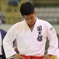 講道館杯柔道の男子60キロ級決勝で敗れ、涙ぐむ小西誠志郎(代表撮影)