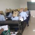 カンニング防止のためのとして段ボール箱をかぶった学生たち/Bhagat Pre-University College