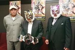 会見した(左から)藤田和之、初代タイガーマスク、スーパー・タイガー