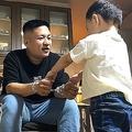 2歳息子が笑顔で「パパ〜♪」と寄り添ってきたと思ったら…??(マーシーさん提供)