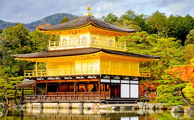 ノートルダム大聖堂で火災「金閣寺」が日本のトレンドワードに ...